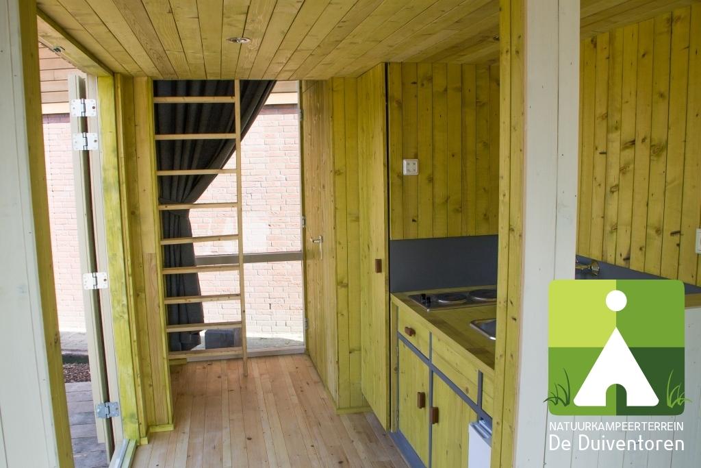 keuken-en-trapje-naar-boven